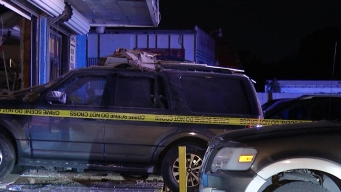 Conductora estrella su vehículo contra una tienda