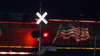 Mujer sobrevive tras ser embestida por tren en Converse