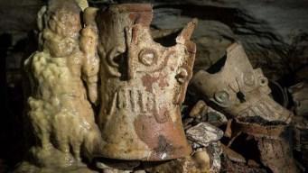 Encuentran cientos de piezas en cueva en Chichén Itzá