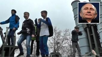 En video: niños juegan con los misiles de Putin