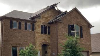 Rayo destruye parte de una casa durante tormentas