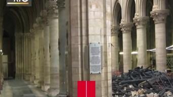 Con cascos, celebran primera misa en Notre Dame tras devastador incendio