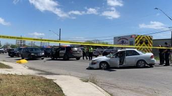 Peatón muere al ser atropellado y arrastrado por auto
