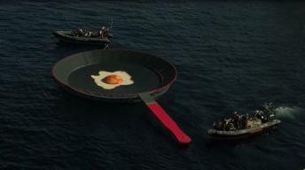 ¿Qué hace un huevo frito gigante en medio del mar?