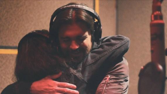 Juanes estrena balada con la canadiense Alessia Cara