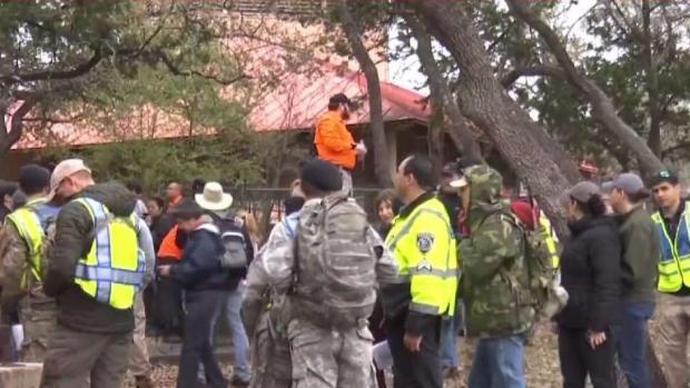 [TLMD - SA] Cientos de voluntarios rastrean base militar en busca de madre