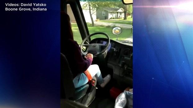 [TLMD - NATL] Conductora de autobús arrestada por dejar manejar a niños