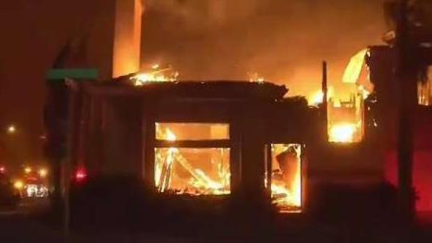 Incendios causan miles de evacuaciones en California