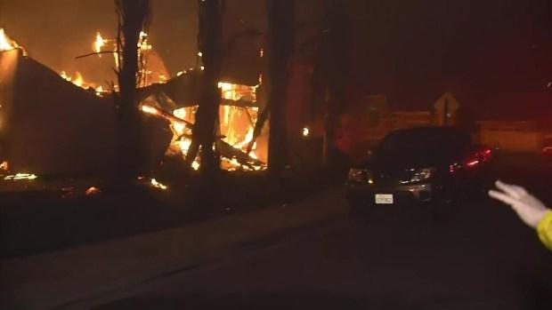 Potente incendio Woolsey deja en llamas varios condados de California