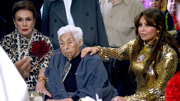Doña Eva cumple 101; Laura Zapata afirma que Thalía ni la visitó ni la llamó