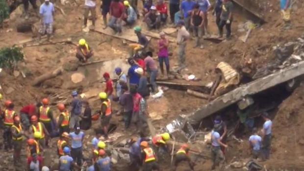 Mineros quedan sepultados tras deslave