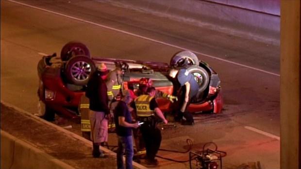 Camioneta cae desde 20 pies de altura y mata a conductor