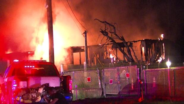 Fotos: Pelea de pareja habría acabado en voraz incendio