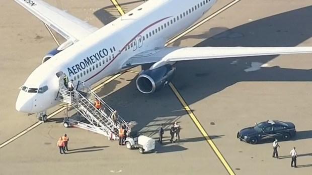 Pasajeros arrestados tras desvío de avion Aeroméxico