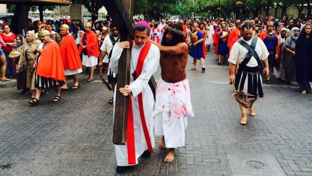 Fotos: Vía Crucis atrae a miles al centro de SA
