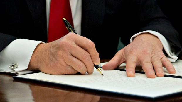 Críticos ven problemas con nuevo veto migratorio de Trump