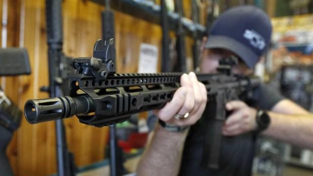 [video nac.] AR-15, el rifle más usado en las masacres en EEUU