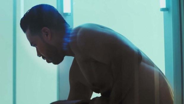 Romeo Santos sí aparece desnudo en video con Aventura