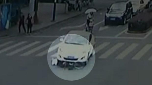 Video: En video: Insólito atropello de anciano