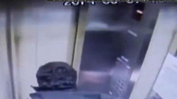 """Video: Ascensor """"loco"""" se estrella a 50 mph"""