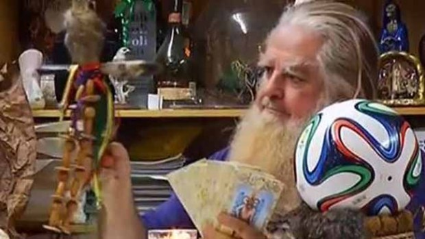 Video: Brujo Mayor predice 4 finalistas de Brasil