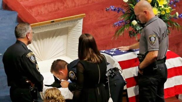 Video: Perro policía recibe funeral con honores