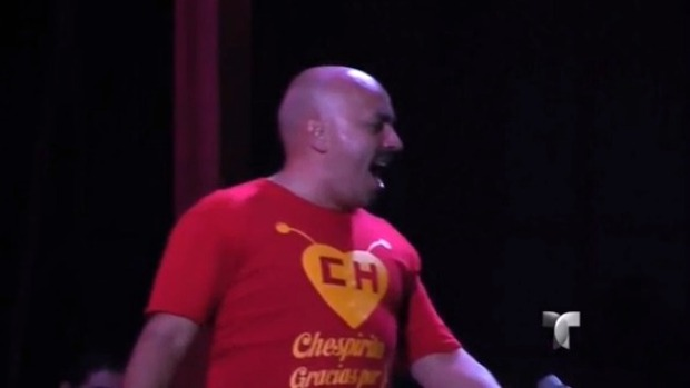 "Video: Lupillo Rivera dedica canto a ""Chespirito"""
