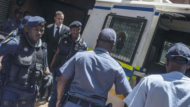 Video: Oscar Pistorius ingresa en prisión