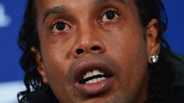 Video: Ronaldinho es víctima de insulto racial
