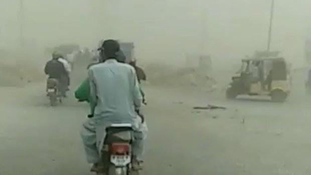 De cerca: la tormenta de polvo asesina que arrasó una ciudad