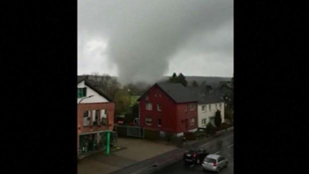 Impactante video: tornado atraviesa un pueblo de 85 habitantes