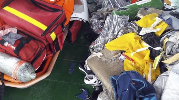 Tragedia aérea: avión se estrella en el mar