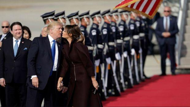 El beso de Melania y Donald Trump: ¿En la mejilla o en la boca?