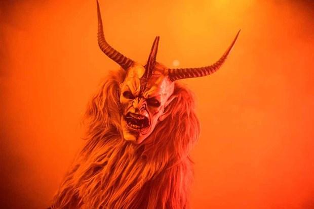 """""""Krampus"""", el """"demonio"""" que castiga a los niños mal portados"""