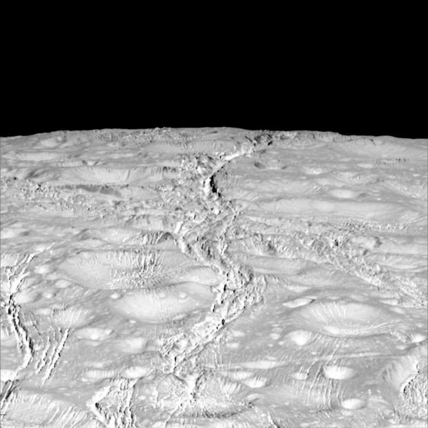Las fascinantes fotos de una luna de Saturno
