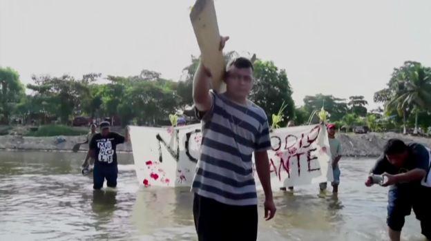 Migrantes hacen vía crucis hacia EEUU en medio de peligros