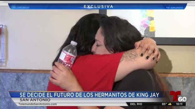 Hermanitos de King Jay vuelven a casa