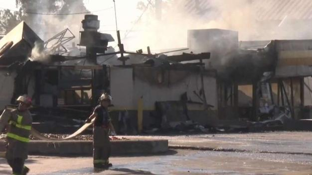 Restaurante Church's totalmente destruido por incendio