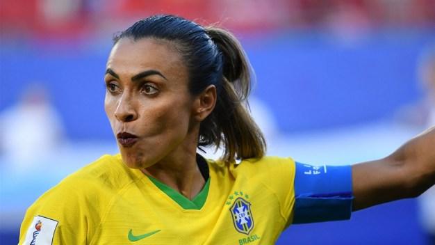 Marta juega con los labios pintados y las redes explotan