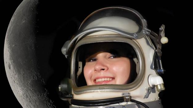 La NASA enviará a una mujer por primera vez a la Luna}