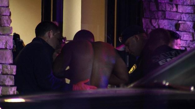 Policía detiene a chofer y descubre que estaba baleado