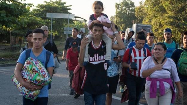 Caravana de migrantes: más de 2,000 ingresan sin permiso