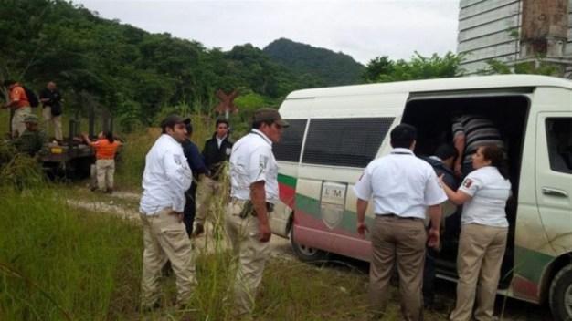 Interceptan a 28 migrantes hacinados en un vehículo