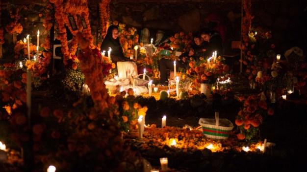 Día de Muertos: Con luces y color renuevan el rito ancestral