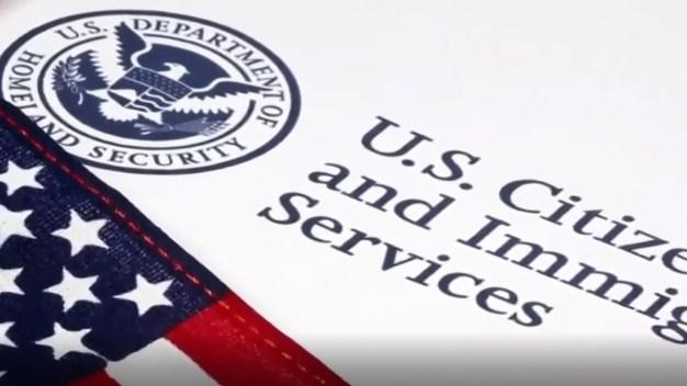 USCIS pospone cientos de citas de inmigración