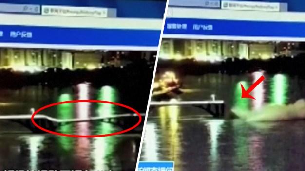 """Río se """"traga"""" vehículos tras repente colapso de puente"""