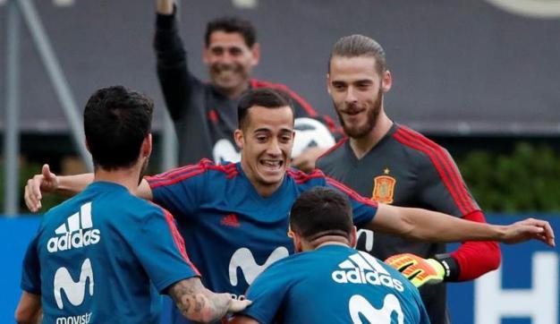 España busca goles ante el muro iraní