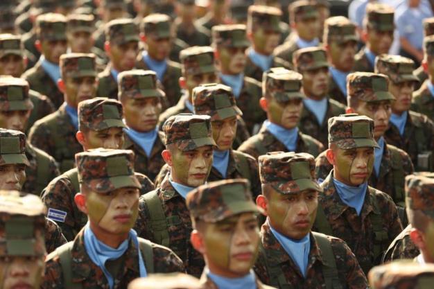 El Salvador despliega mil soldados para quitar el control de cinco ciudades a los maras