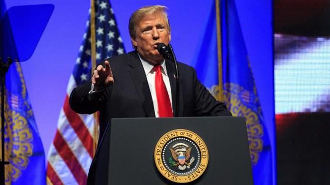 Trump evalúa negar ciudadanía para hijos de extranjeros