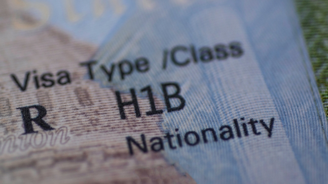 Activistas: EEUU restringe las visas para profesionales